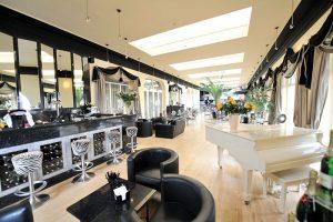Silks Bistro & Champagne Bar Decor